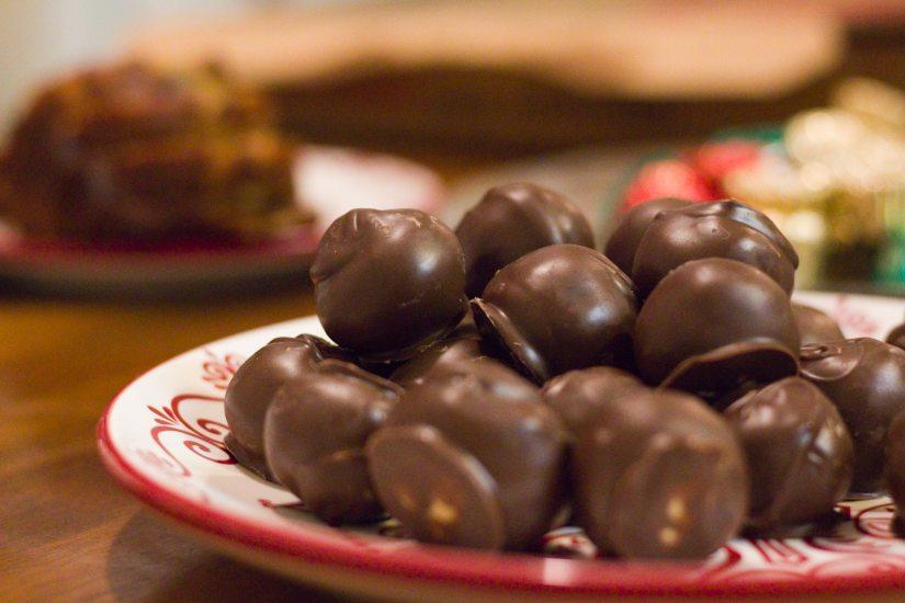 calories-chocolate-decorative-delicious-1205663.jpg